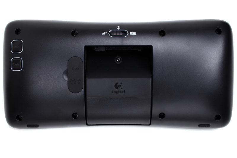 S315iの場合、電源以外の操作はiPodから直接行う。ただ、音量などの操作は本体のボタンでも行える。ボタンは全て本体裏面にある。