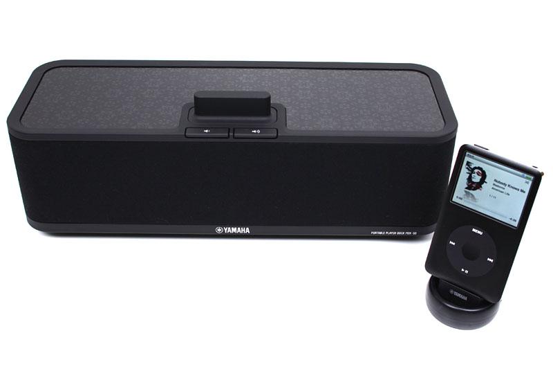 ポータブルプレーヤードックPDX-50。専用トランスミッタを使い、iPodと本体を無線接続して再生するスピーカーだ。無線方式には同社独自のAirWiredを採用している。