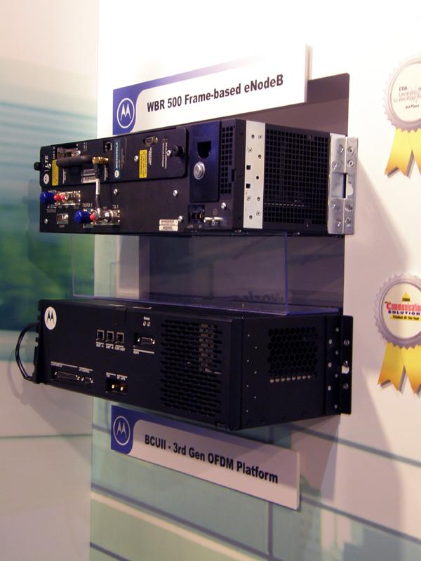 モトローラはCDMAとLTEのハンドオーバーが可能な基地局などを展示していた