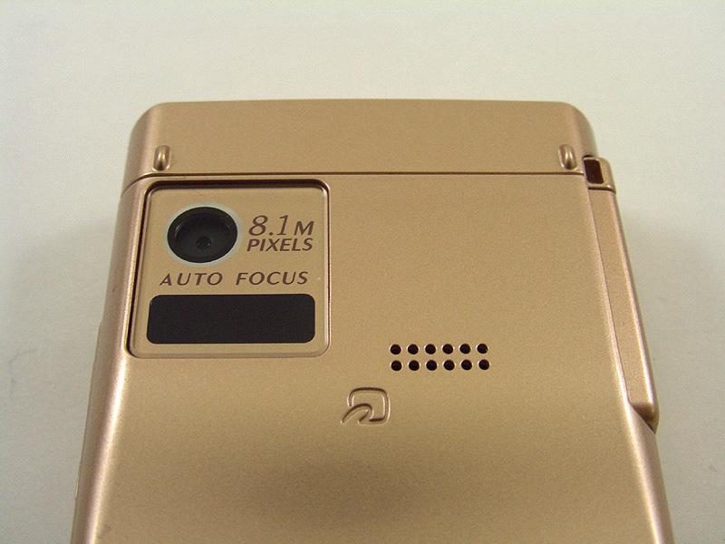 背面カメラ部、赤外線ポート、スピーカー、FeliCaポート