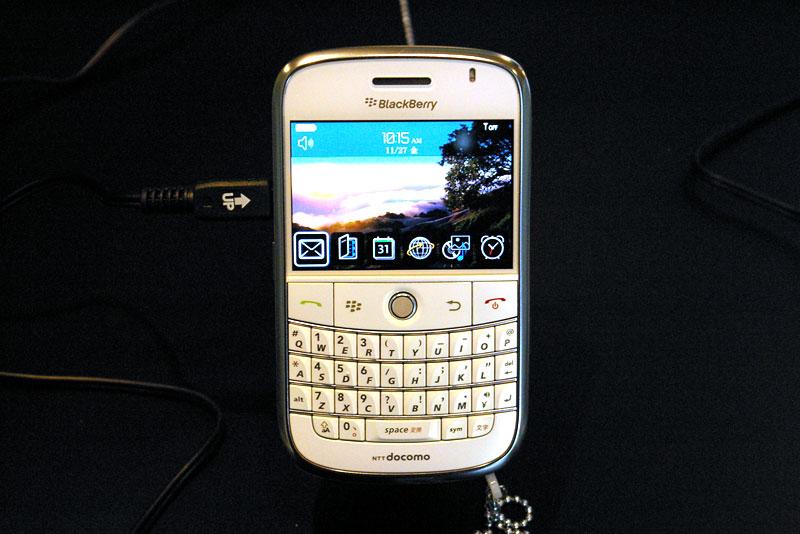 BlackBerry Boldの新色「White」