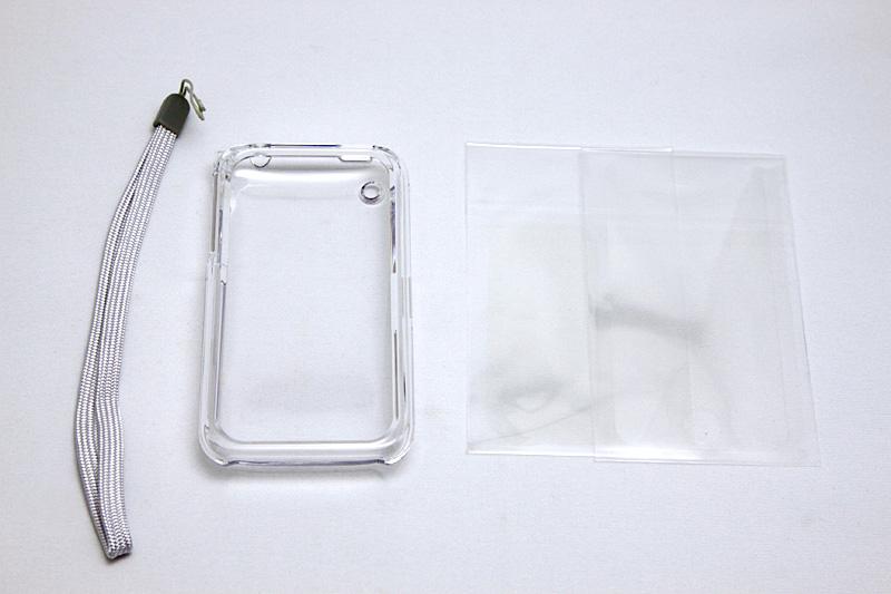 左からハンドストラップ、専用ケース、保護フィルム