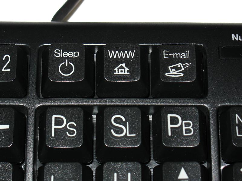 109キーに加えて3つのホットキー(スリープ、ウェブ、メール)を搭載。下段の「PS」「SL」「PB」はそれぞれPrint Screen、Scroll Lock、Pause/Breakの略