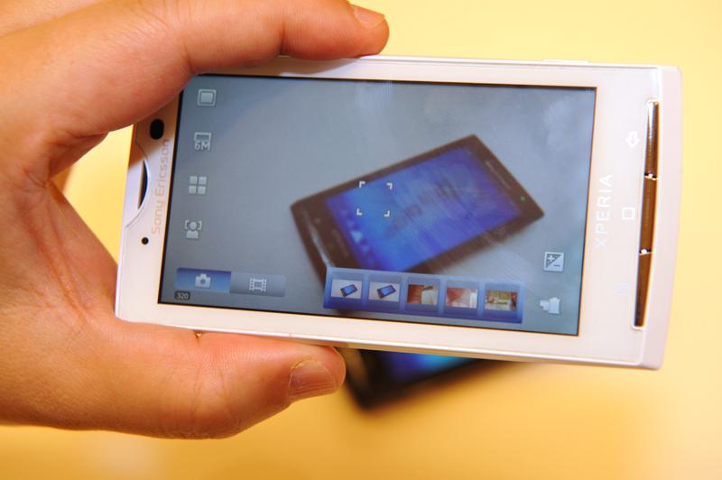 カメラのファインダー画面。画面右下のサムネイルが、直近に撮影した画像を確認できるカメラロール