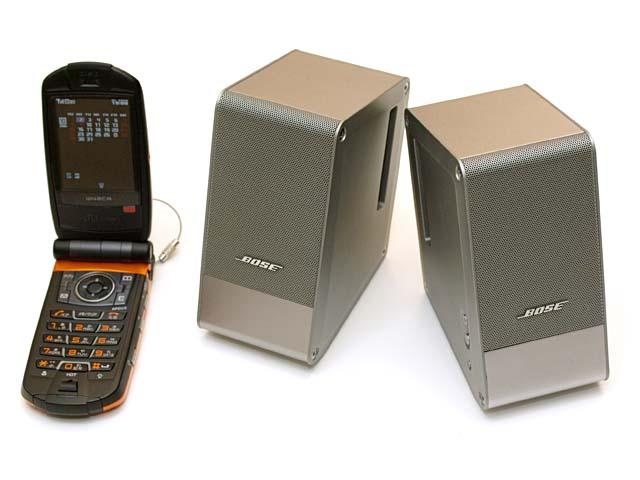 BOSE M3。スゲくコンパクトだが音がイイ。ACアダプタ接続時ならけっこーな大音量も出たりする。ノートパソコン+USBオーディオインターフェイス+M3が、現在の拙者の音楽作成ハードウェア環境である