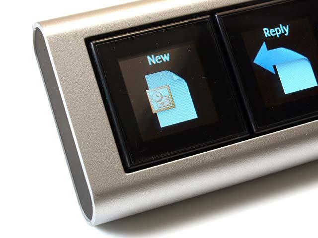 ボタンに各種機能──アプリ起動やWebページ表示などを割り振れて、ある程度自由な画像=ボタンの絵柄を設定できる。単純に遊べて、じっくり設定すると利便性も多々あったりする