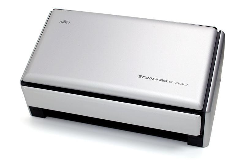 PFUのScanSnap S1500。おなじみ超ッ速のドキュメントスキャナですな。実勢価格は3万7000~4万5000円くらい