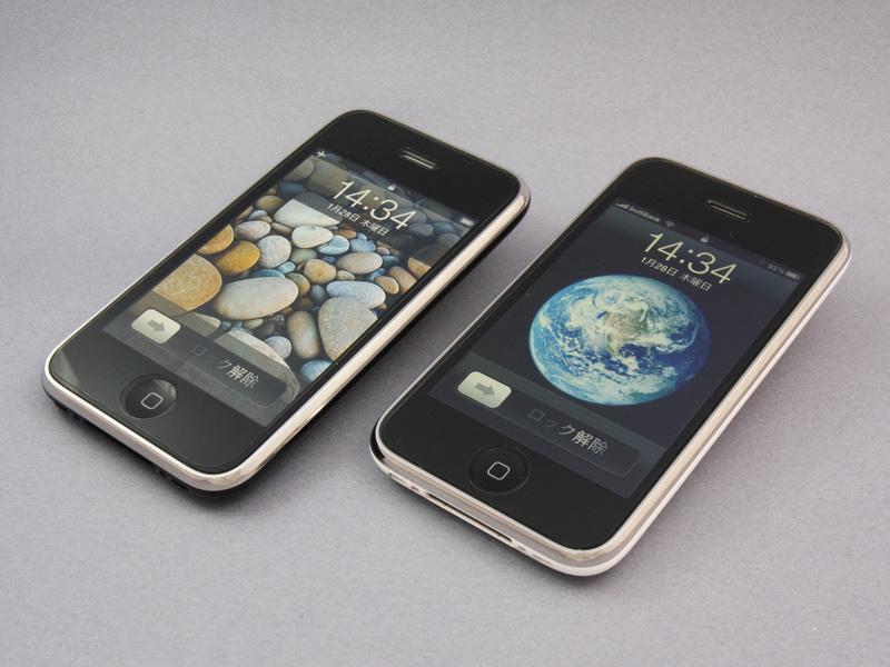 左(ブラック)が香港版、右(ホワイト)が日本版。ボディカラーが違うのみで、どちらのiPhoneも外観はまったく変わらないように見える