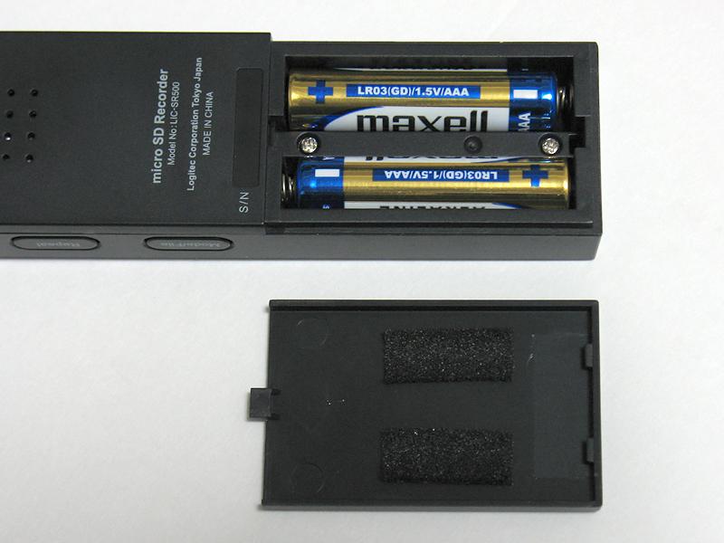 単4電池で駆動。試した限りではエネループも使えるので経済的