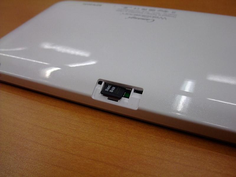 最大16GBのmicroSDカードに対応