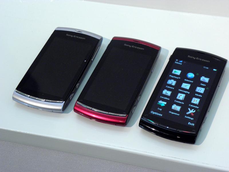 1月発表の「Vivaz」。左からMoon Silver、Venus Ruby、Cosmic Blackで、このほかGalaxy Blueも用意