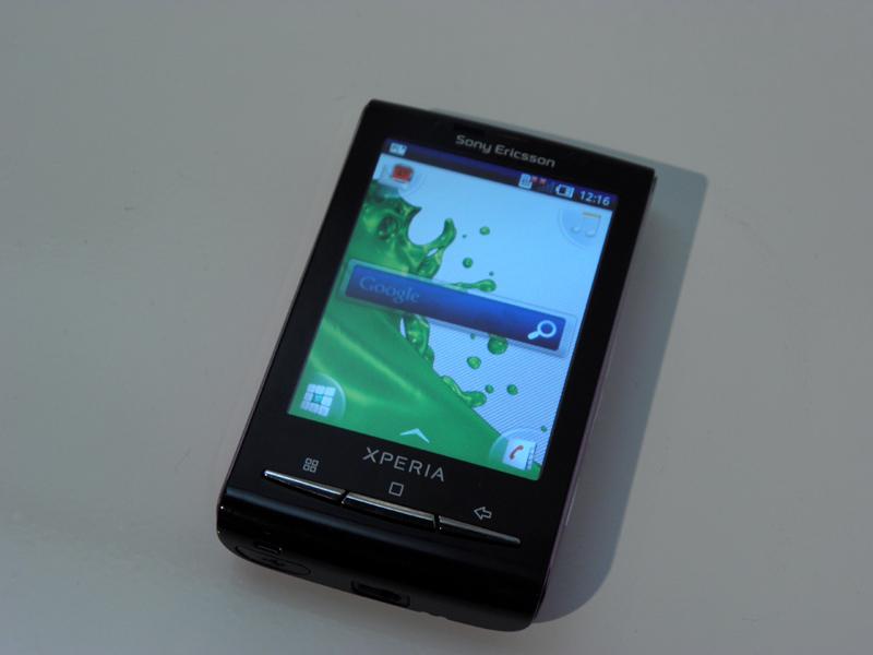 ワンハンド操作が可能な「Xperia X10 mini」