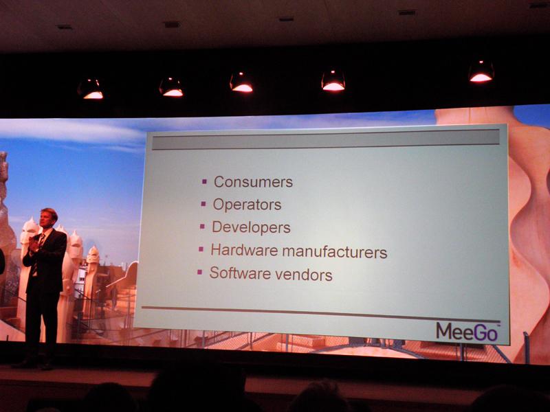 両氏は「MeeGo」が、ユーザー、キャリア、開発者など、各プレイヤーにとってのメリットを語った