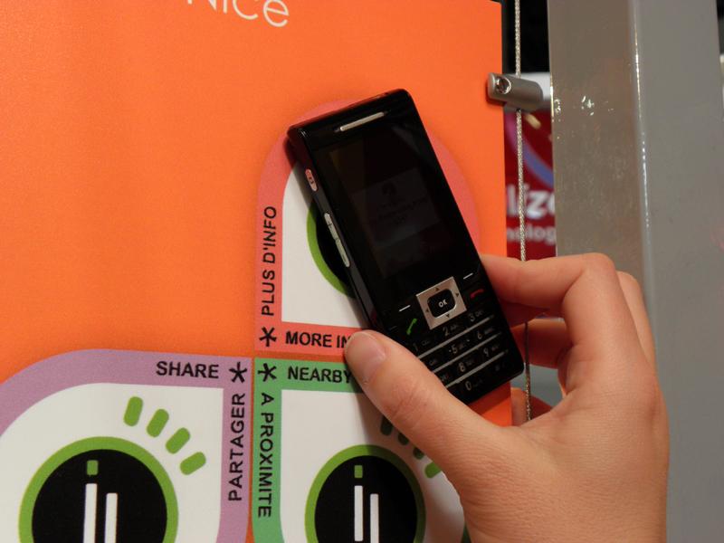 Sagem WirelessのブースではPUMAコラボケータイが話題を集めていた