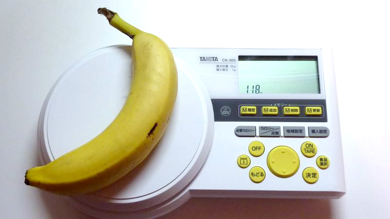 「カロリースケール」 本体サイズは一般の計量秤と比べて横長