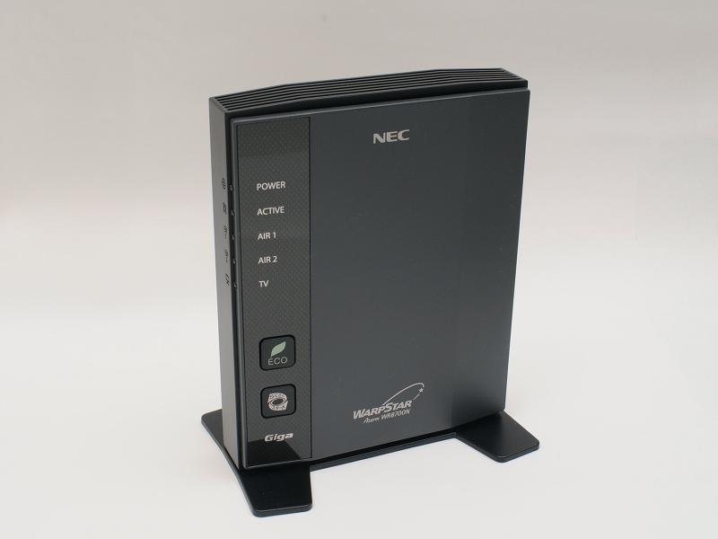 購入した「Aterm WR8700N(HPモデル)」。つや消しブラックなので指紋やホコリも目立ちにくい