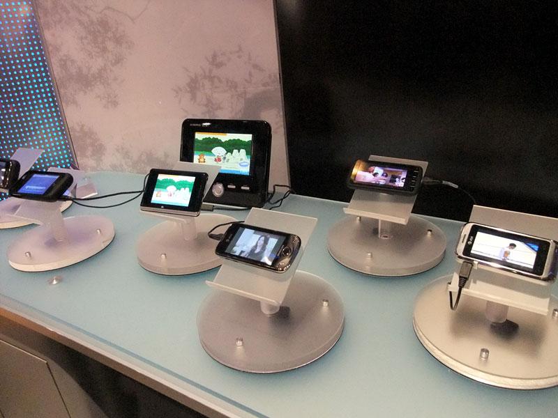 受信専用機やDVDプレイヤー一体型端末など、さまざまなMediaFLO端末