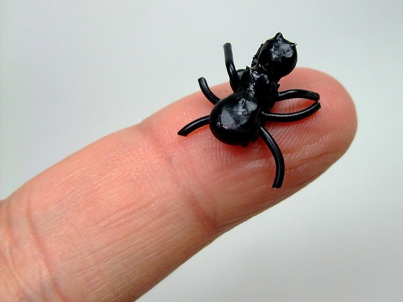 指に載せられる極小サイズ