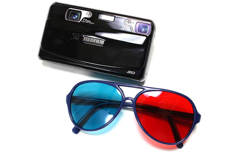 世にも珍しいステレオ写真撮影対応デジカメことFinePix REAL 3D W1。このデジカメを使うと赤青メガネで観るステレオ写真(アナグリフ)の素材を楽勝で撮影できるのだ。
