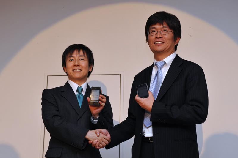 サイボウズの青野氏(左)とソフトバンクモバイルの安川氏(右)