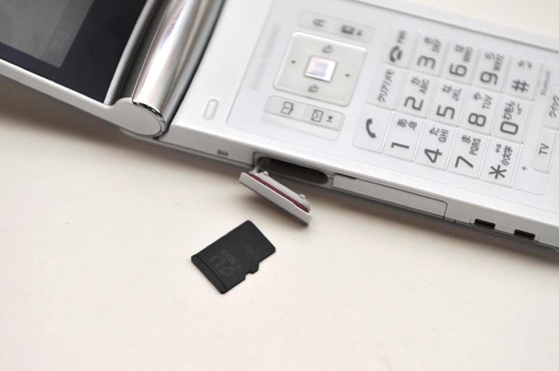microSDカードスロットに装着する