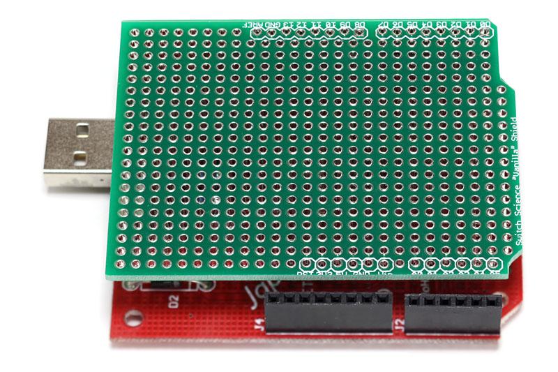 基板両側にある入出力ピンの配列は、本家Arduinoとほぼ同様。既存のシールドも問題なく接続できるようになっている