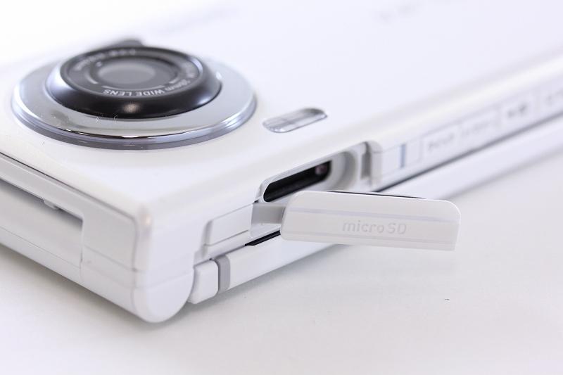 メモリーカードスロット(microSD)