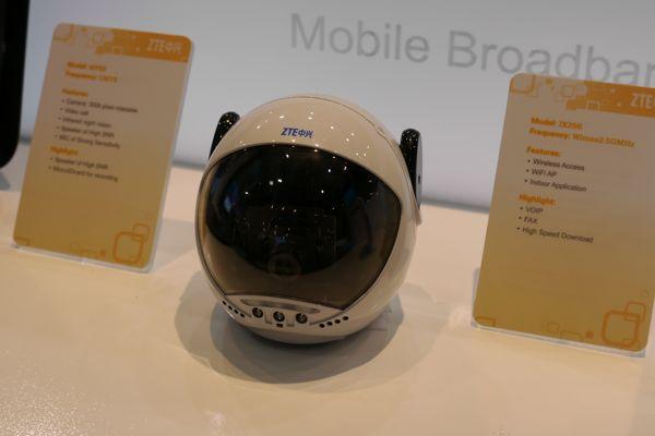ZTEで展示されていたソフトバンクのみまもりカメラとほぼ同じかたちのカメラ