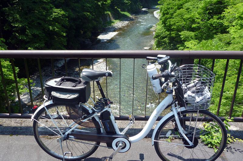 (2)意外なほど奮闘するエネループバイク。もうかなり上のほーまで来たヨ!!