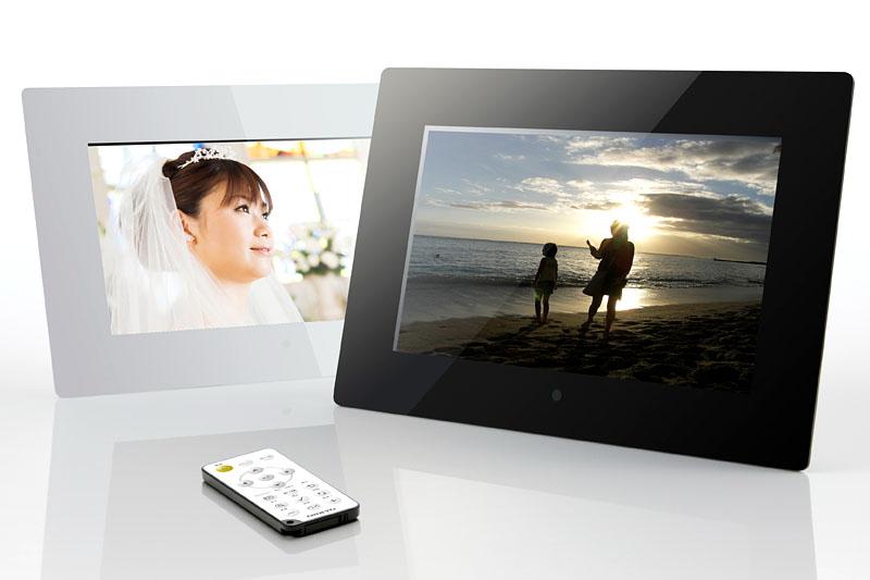 オンキヨーのLPF10M01シリーズ。10.1型(1024×600ドット表示)液晶パネルを採用したデジタルフォトフレームで、HDMI入力にも対応する。カラーはホワイトとブラックで、2010年8月現在の実勢価格は1万8000円前後