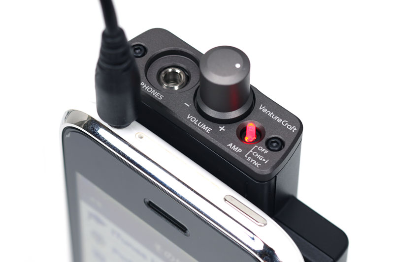 GO-DAPとiPhone 3G/3GSのヘッドホンジャック位置は隣同士。なので、ヘッドホンプラグ差し替えが容易。双方の出音を即座に比べられて便利だったりもする