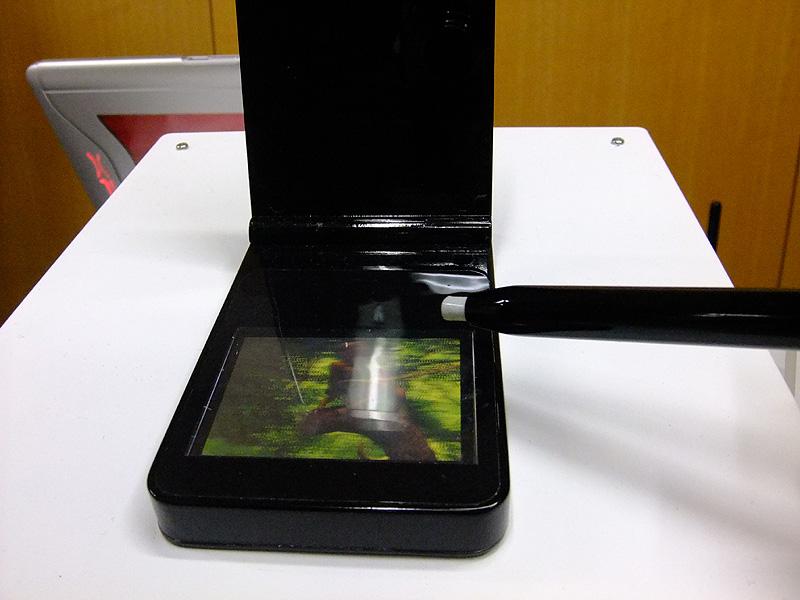 専用ペンを浮かせた状態でも3次元で位置を検出する