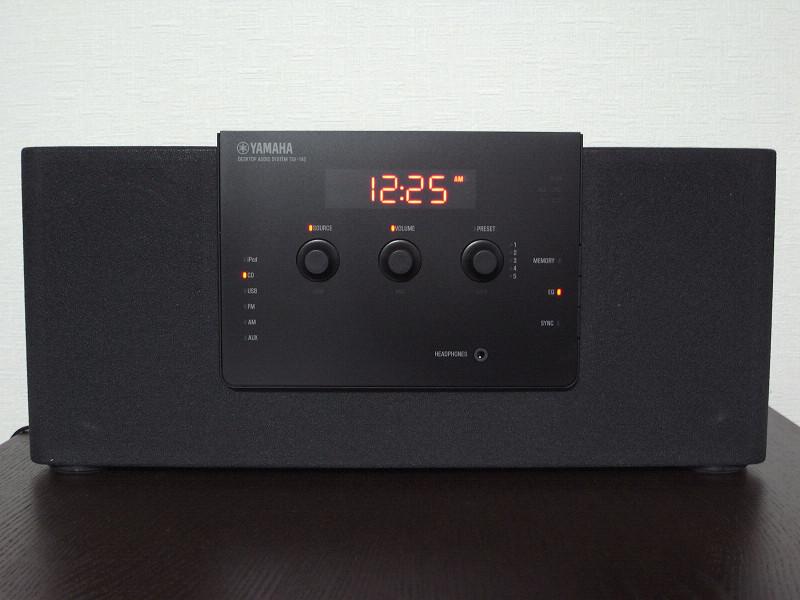 シンプルかつスタイリッシュなデザインの「TSX-140」。赤いデジタルが暖かい印象