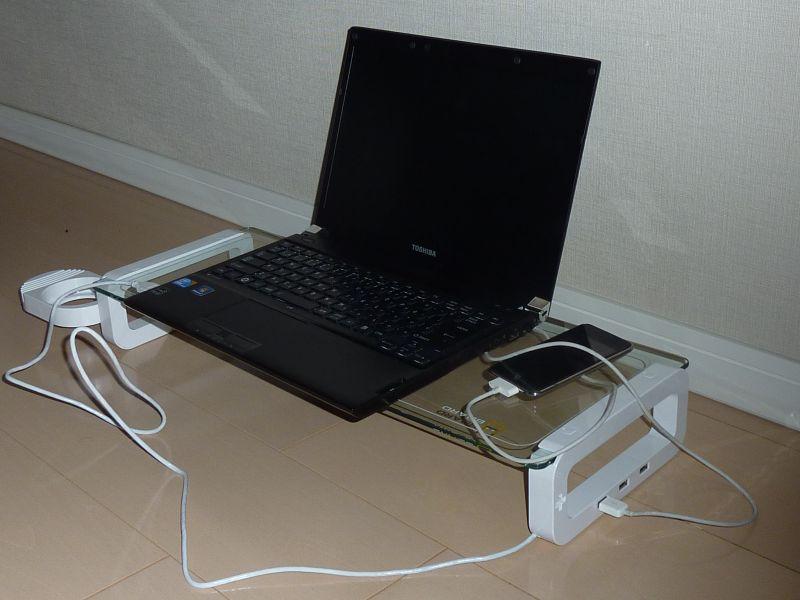 黒いノートPCにはボディカラーも黒が似合うのでは……と購入後に思う