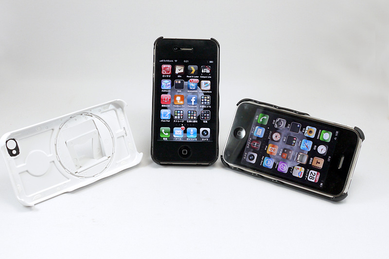 左から、iPhone 4用の白、黒、iPhone 3G/3GS用