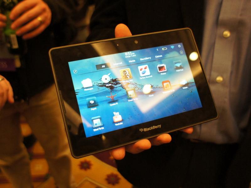 昨年発表されたBlackBerryのタブレット端末。従来のBlackBerry OSとはユーザーインターフェイスも大きく異なる