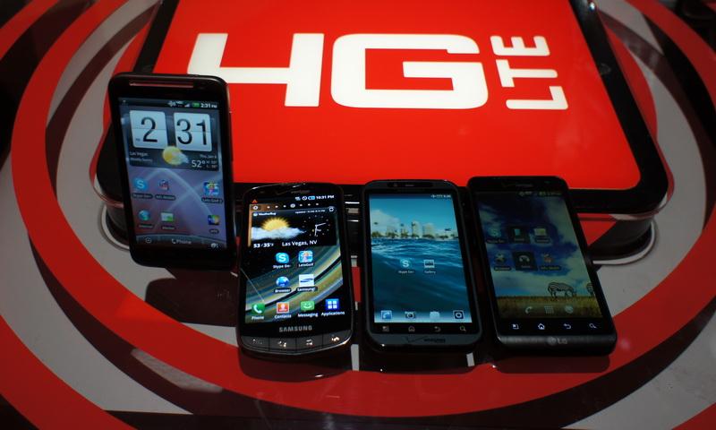 米VerizonのLTE対応スマートフォン4機種。左から台湾HTCの「HTC ThunderBolt」、韓国サムスンの「Samsung 4G LTE Smartphone」、米Motorolaの「DROID Bionic 4G」、韓国LGエレクトロニクスの「LG Revolution」。この内、いくつかは年内にも日本市場に登場?