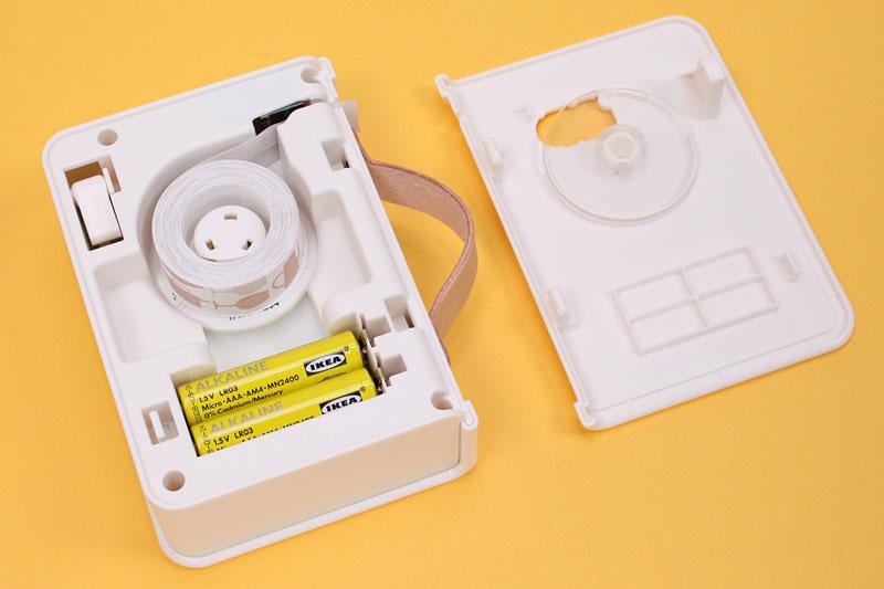 電源は単4形アルカリ乾電池×4本。電池は別売。専用テープは15種類あるが、これも別売となっている