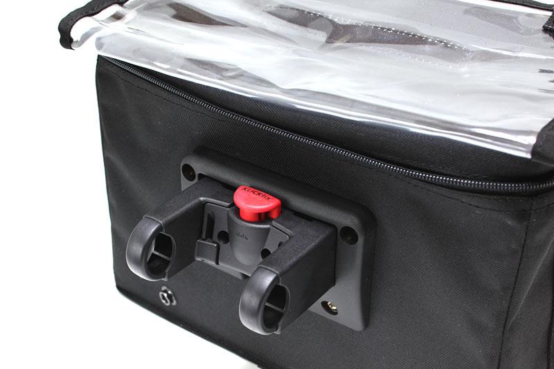 自転車への取り付け具となるKLICKfixアダプター部。ハンドルに取り付ければ、ワンタッチでバッグ部を脱着できるようになる。プラスチック製だが堅牢性は十分あると思われる