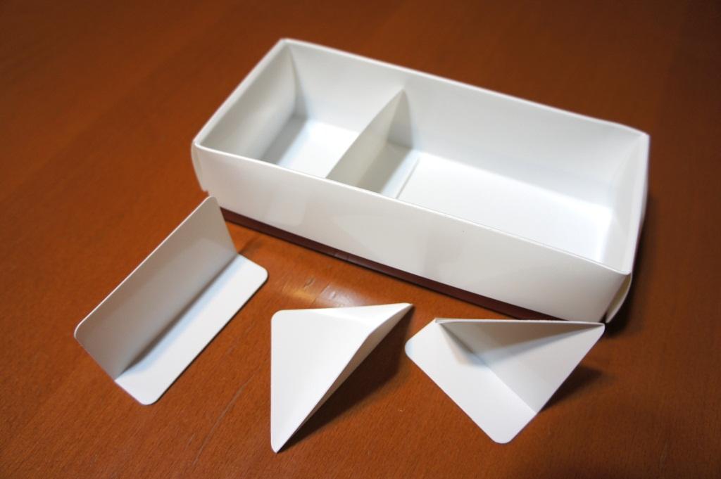 仕切り板も4種類ついてくる。こちらも折りたたんで使用する