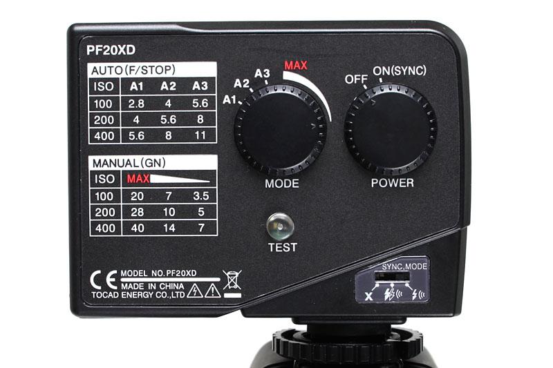 PF20XDの操作パネル。5段階の調光ができたり同期発光モードを選べたりと、なかなか汎用的に使えるのだ。マニュアル操作で活用したい機材ですな