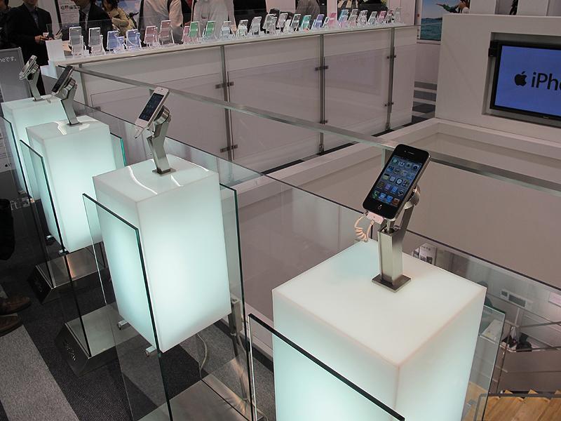 店内にはiPhone 4Sがずらり