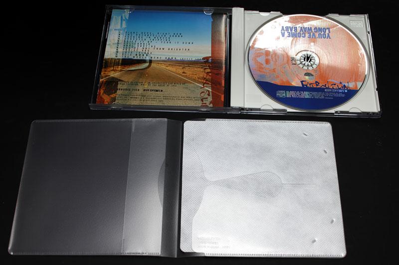 たとえば音楽CD。CD、ジャケットやブックレット、裏ジャケット、さらに背タイトル(オビ)もソフトケースへと収納できる