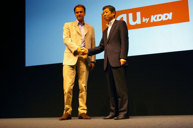 Total ImmersionのUzzan氏(左)とKDDIの雨宮氏(右)