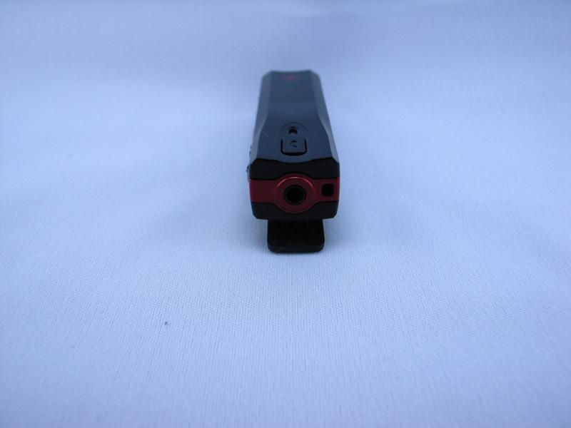 3.5mmステレオミニジャックがあり、好みのイヤフォン/ヘッドホンが使える