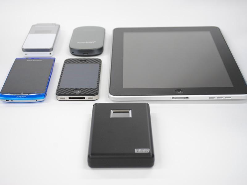 iPadのほか、スマートフォンやケータイなどあらゆる機器を充電できる