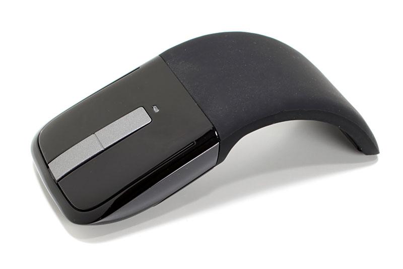 マイクロソフトの「Microsoft Arc Touch mouse」。使用時はこのようなアーチ状になる。アーチ状にすると電源もオンになるのだ