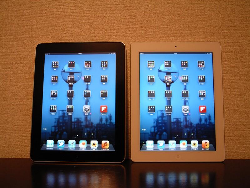 左が初代、右が新しいiPad