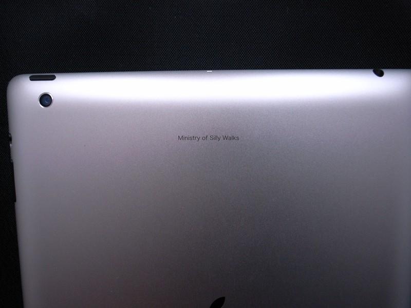 せっかくなのでレーザー刻印サービスを利用した。が、iPadではSiriが使えなかった……