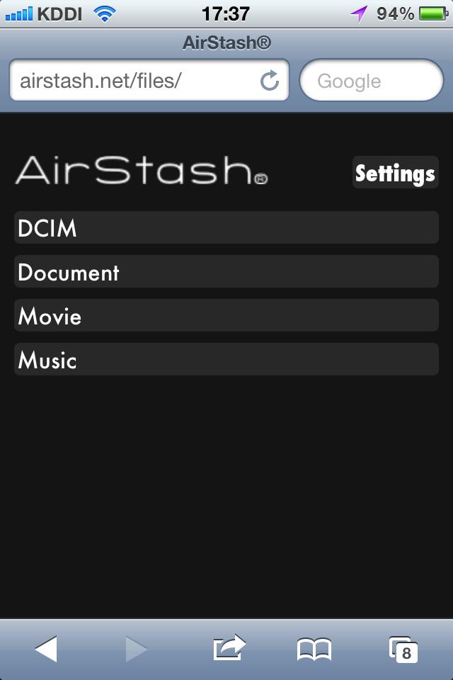 AirStashに挿したSD/SDHCカードに、iPhone 4Sの標準ウェブブラウザでアクセスしたところ。フォルダ階層を辿って各ファイルを開いていける。画像のサムネイル一覧表示には非対応